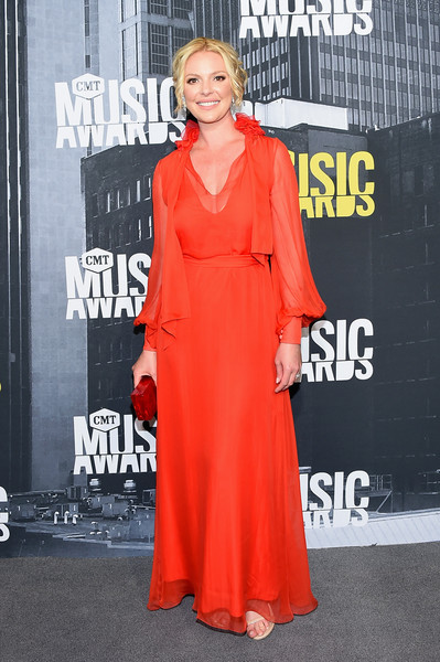 Katherine Heigl Evening Dress [red,flooring,carpet,shoulder,fashion,red carpet,outerwear,fashion model,fashion design,peach,arrivals,katherine heigl,nashville,tennessee,music city center,cmt music awards]