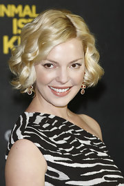 Katherine Heigl attended a photocall in Berlin wearing her jaw-length bob in shiny spiral curls.