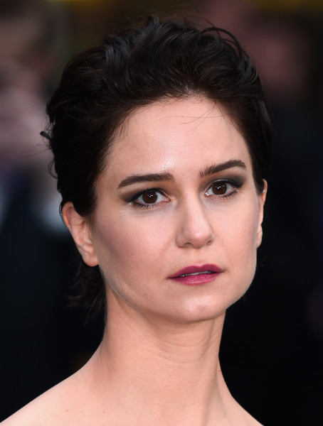 Katherine Waterston Messy Cut [alien: covenant world premiere,face,hair,eyebrow,lip,hairstyle,chin,beauty,skin,forehead,head,red carpet arrivals,katherine waterston,england,london,odeon leicester square,alien: covenant - world premiere]