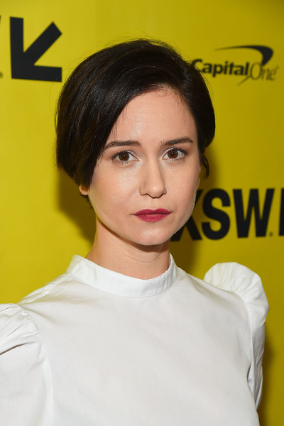Katherine Waterston Short Side Part [alien premiere,hair,face,eyebrow,hairstyle,chin,beauty,forehead,lip,yellow,black hair,katherine waterston,austin,texas,sxsw conference,festivals]