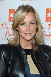 Lara Spencer showed off her layered blond cut at Universal City Walk.