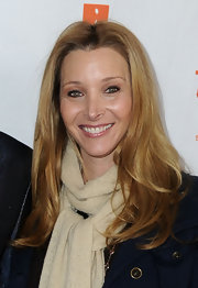 Lisa Kudrow's hair looked lovely with barely-there waves during Kathy Griffin's performance at the Gibson Amphitheatre.