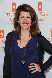 Nia Vardalos added a pop of color to her look with perfectly polished red nails, which matched her flawless pout.