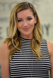 Katie Cassidy was sweetly coiffed with this side-parted wavy hairstyle while attending a meet-and-greet at Macy's.