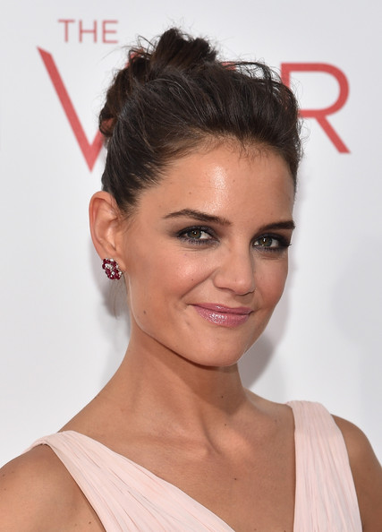 Katie Holmes Hair Knot [the giver,hair,hairstyle,face,eyebrow,chin,lip,beauty,forehead,black hair,bun,arrivals,katie holmes,new york,ziegfeld theater,premiere]