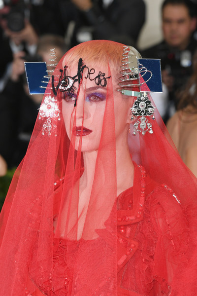 Katy Perry Headdress [rei kawakubo/comme des garcons: art of the in-between,rei kawakubo/comme des garcons: art of the in-between,hair,red,pink,hairstyle,fashion,lady,red carpet,premiere,dress,carpet,katy perry,costume institute gala - arrivals,new york city,metropolitan museum of art,costume institute gala]