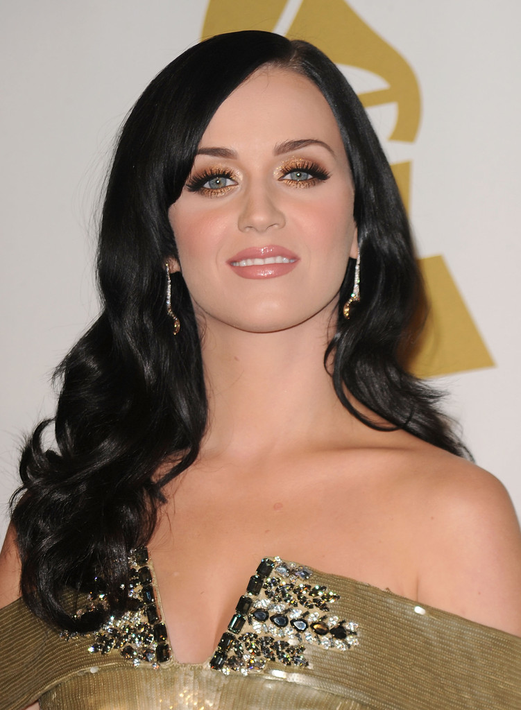 Katy Perry Metallic Eyeshadow Katy Perry Makeup Looks Stylebistro - Katy-perry-with-no-makeup