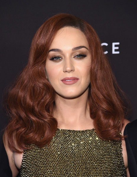 Katy Perry Neutral Eyeshadow [hair,face,hairstyle,lip,eyebrow,blond,brown hair,beauty,long hair,hair coloring,new york city,the plaza hotel,harpers bazaar icons event,katy perry]