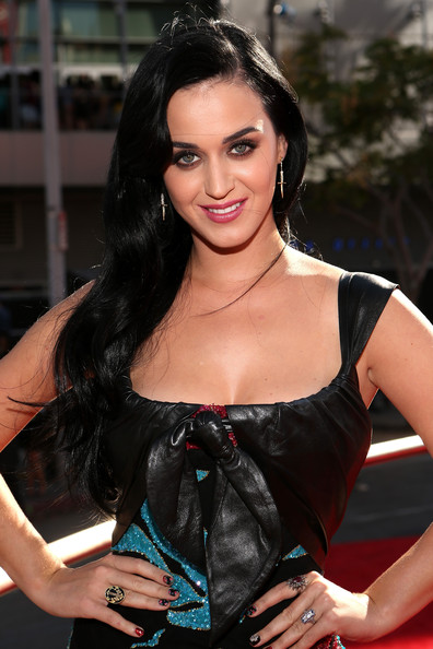 Katy Perry Nail Art [red carpet,hair,lady,beauty,hairstyle,black hair,long hair,brown hair,shoulder,model,dress,katy perry,2012 mtv video music awards,california,los angeles,staples center]
