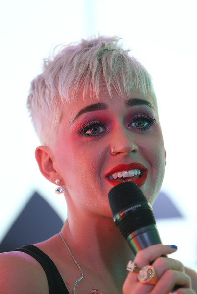 Katy Perry Pixie [songs,human hair color,microphone,lip,chin,blond,mouth,neck,fun,hair coloring,eyelash,katy perry,fans,kiss fm,set,london,kiss fm studio,england,visit,appearance]