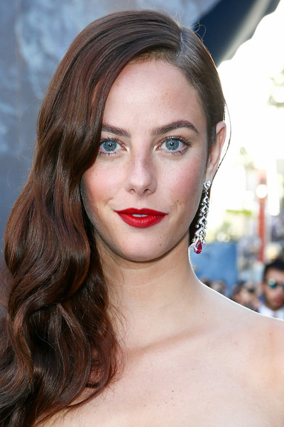 Kaya Scodelario Red Lipstick [pirates of the caribbean,dead men tell no tales,red carpet,hair,face,lip,eyebrow,hairstyle,chin,skin,beauty,brown hair,long hair,kaya scodelario,dolby theatre,california,hollywood,disney,premiere,premiere]