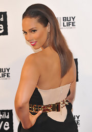 Alicia Keys was all smiles on the red carpet with a sleek straight hairstyle. She slicked her brunette hair back and tucked it behind her ears.