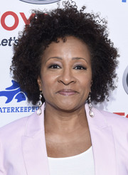 Wanda Sykes attended the Keep It Clean Comedy Benefit wearing her natural curls in a messy-chic style.