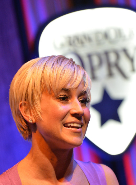 Kellie Pickler Short Side Part [dancing with the stars,hair,face,hairstyle,chin,blond,forehead,mouth,smile,hair coloring,performance,kellie pickler,winner,nashville,tennessee,the grand ole opry,homecoming]