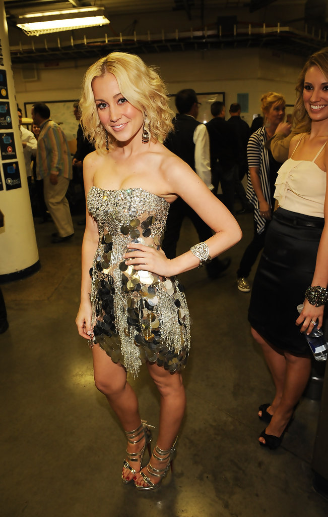 Kellie Pickler Medium Curls Kellie Pickler Hair Looks