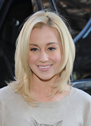 Kellie Pickler wore a glossy pale pink lipstick while visiting the ASPCA.