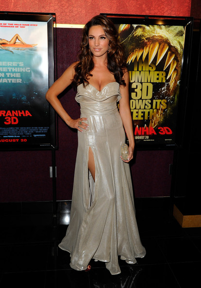 Kelly Brook Long Wavy Cut [piranha 3d,dress,clothing,gown,premiere,shoulder,fashion,lady,carpet,flooring,red carpet,kelly brook,arrivals,mann,california,hollywood,chinese 6 theatre,the weinstein company,premiere,premiere]