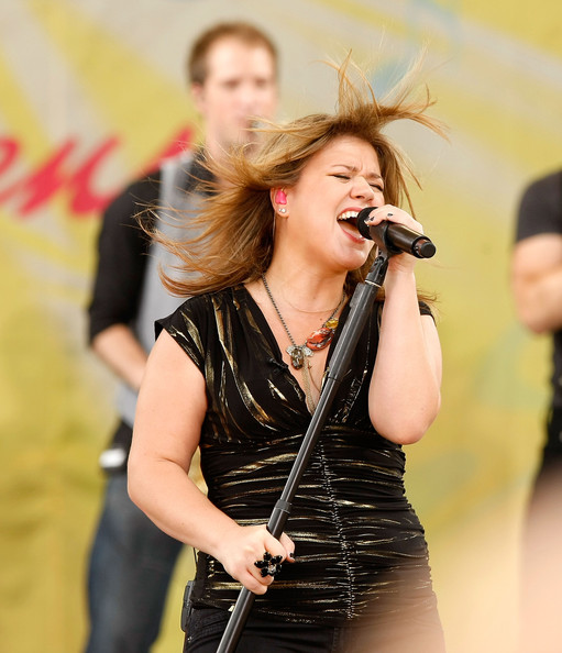 More Pics of Kelly Clarkson Heart Tattoo (1 of 48) - Kelly Clarkson Lookbook - StyleBistro