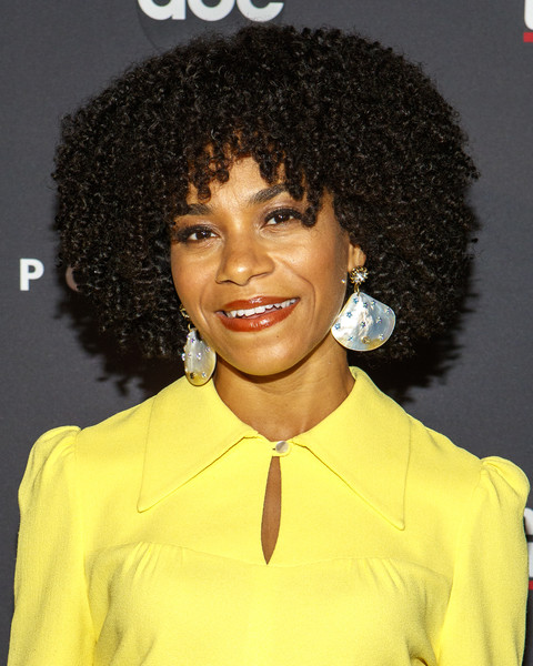 Kelly McCreary Short Curls [icon,hair,hairstyle,jheri curl,black hair,s-curl,human,afro,lace wig,ringlet,long hair,kelly mccreary,anatomy,thnk,greys anatomy art curated,west hollywood,abc,popsugar,event,seasons]