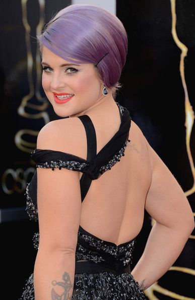 Kelly Osbourne Dangling Diamond Earrings [hair,hairstyle,beauty,skin,fashion,chin,lip,blond,dress,shoulder,arrivals,kelly osbourne,academy awards,hollywood highland center,california,oscars]