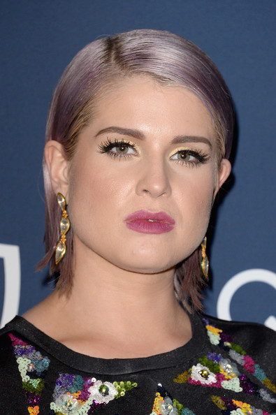 Kelly Osbourne Side Parted Straight Cut