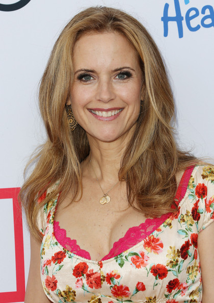 Kelly Preston Long Wavy Cut