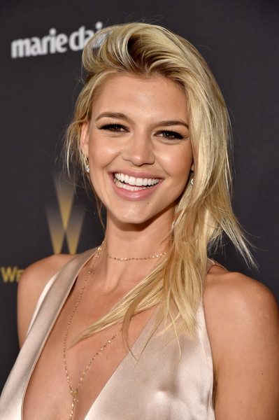 Kelly Rohrbach Side Sweep [hair,blond,face,hairstyle,eyebrow,chin,beauty,layered hair,lip,shoulder,laura mercier,kelly rohrbach,marie claire,lindt chocolate,deleon tequila,the beverly hilton hotel,weinstein company,netflix golden globe party,hearts on fire,red carpet]