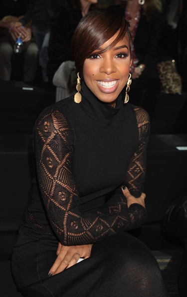 Kelly Rowland Gold Dangle Earrings