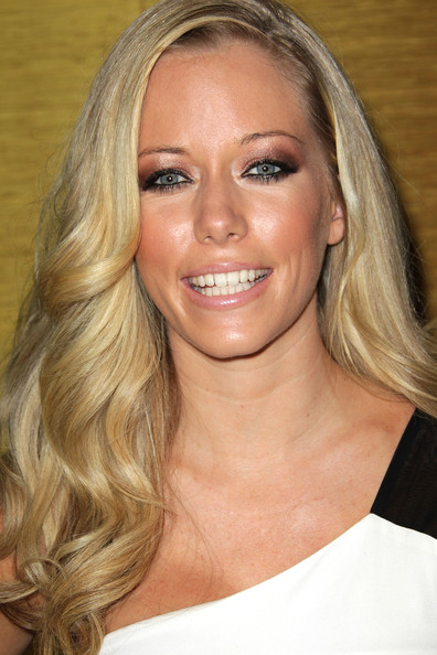 Kendra Wilkinson-Baskett Metallic Eyeshadow