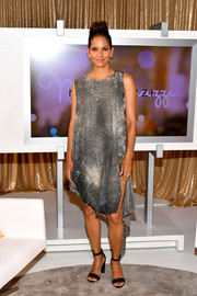 Halle Berry kept it relaxed in a gray shift dress with an asymmetrical hem and black heels by Aquatalia at the 'Kidnap' Mamarazzi screening.