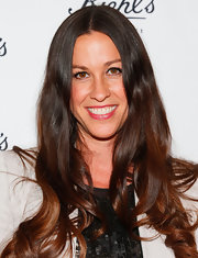 Alanis Morissette's signature long brown tresses looked simply stunning with a slight curl at their ends.