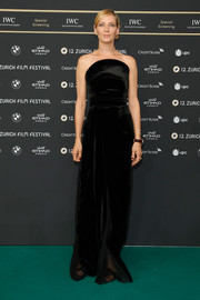 Uma Thurman went for simple elegance in a strapless black velvet gown by Brandon Maxwell at the Zurich Film Festival photocall for 'Kill Bill Vol. 1.'