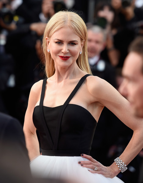 Nicole Kidman added some sparkle to her monochrome frock with a stunning diamond bracelet by Harry Winston when she attended the Cannes Film Festival premiere of 'The Killing of a Sacred Deer.'