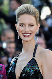 Karolina Kurkova swept on a deep berry shade of lipstick layered with a sheer shimmering gold gloss.