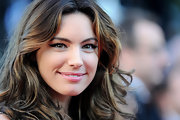 Kelly Brook's makeup at the 'Killing Them Softly' premiere was subtle yet sexy. She applied simple sweeps of liquid liner and wispy false lashes.