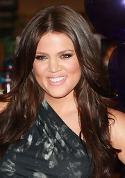 Khloe Kardashian amped up her false lashes with blush tone lipstick. It was a nice touch for her bronzed glow.