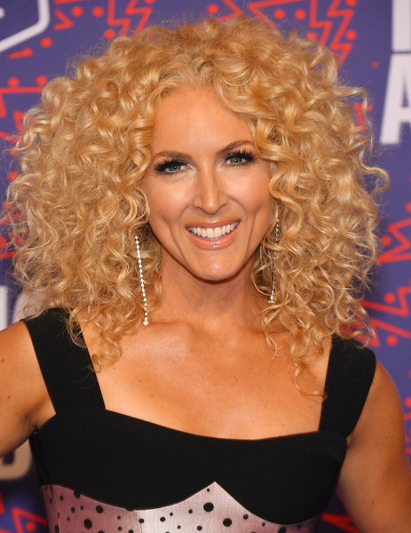 Kimberly Schlapman Long Curls [hair,hairstyle,blond,ringlet,chin,long hair,smile,hair coloring,singer,lace wig,arrivals,kimberly schlapman,cmt music awards,nashville,tennessee,bridgestone arena,little big town]