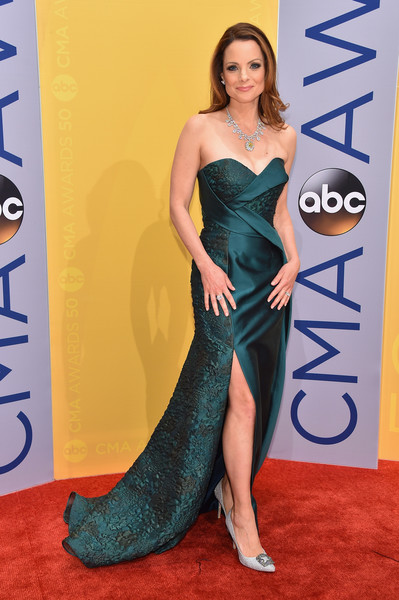 Kimberly Williams-Paisley Strapless Dress [flooring,carpet,shoulder,fashion model,joint,red carpet,leg,gown,cocktail dress,electric blue,arrivals,kimberly williams-paisley,cma awards,nashville,tennessee,bridgestone arena]