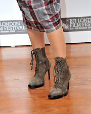 Helena paired her checkered skirt suit with suede grey lace-up ankle boots.