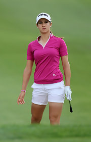 Azahara Munoz brightened up the gold course in a hot pink top and short white shorts.