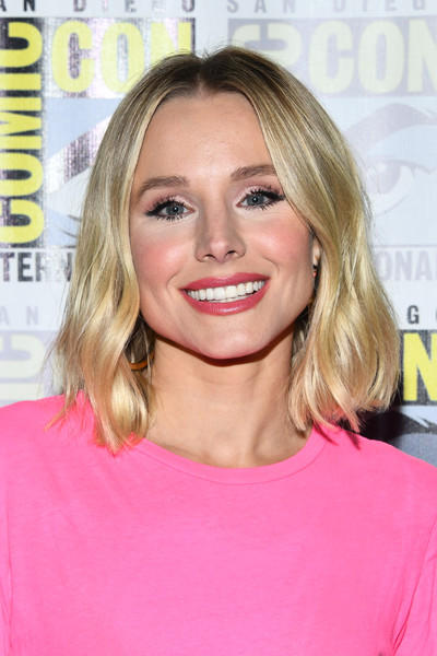 Kristen Bell Red Lipstick [the good place,comic-con international - the good place,hair,face,blond,hairstyle,eyebrow,chin,lip,beauty,shoulder,pink,kristen bell,california,san diego,hilton bayfront,comic-con international,photo call]