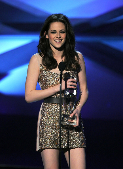 Kristen Stewart Beaded Dress [performance,music artist,thigh,singer,fashion,event,talent show,singing,leg,performing arts,kristen stewart,favorite movie actress,california,los angeles,nokia theatre l.a. live,peoples choice awards,show]