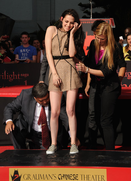 Kristen Stewart topped off black and white checkered canvas flats.