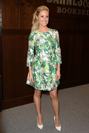 Kristin Cavallari chose simple white pumps to finish off her outfit.
