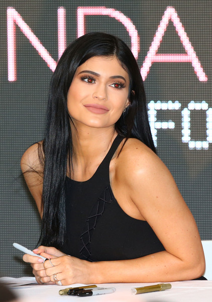 Kylie Jenner Long Straight Cut [kylie jenner,kendall jenner,launch kendall kylie,forever new,beauty,black hair,photography,long hair,photo shoot,model,gesture,australia,melbourne,chadstone shopping centre]