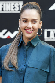 Jessica Alba teamed her 'do with classic gold hoops by Jennifer Fisher.