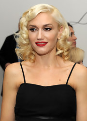 Gwen's platinum Marilyn Monroe style curly 'do is completed with bright red lipstick and thick black top eyeliner.