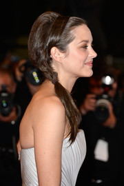 Mario Cotillard experimented with a hairstyle that mixed a beehive and a side ponytail for the 'L'Homme Qu'On Aimait Trop' premiere at the 67th Annual Cannes Film Festival.