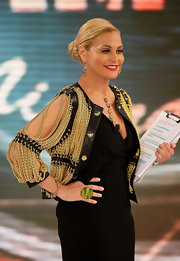 Simona Ventura's gold and black Moschino chain jacket was a perfect blend of edgy and glam.
