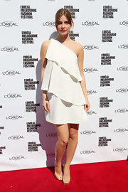 Barbara Palvin harnessed the power of nude pumps to give off the image of mile-long legs at the Melbourne Fashion Festival.